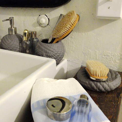 SEASIDE STONEWARE TOILET BRUSH SET WHITE