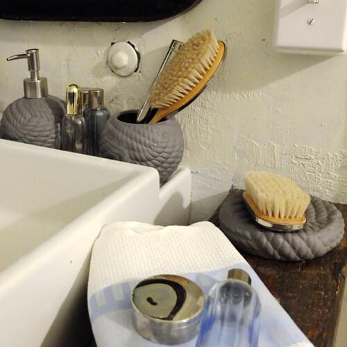 SEASIDE STONEWARE SOAP DISH WHITE