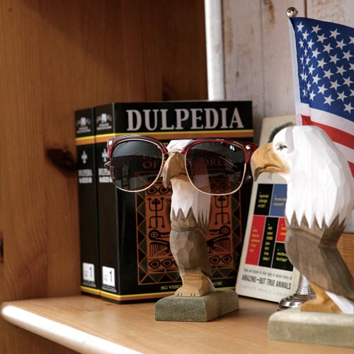 WOODEN GLASSES HOLDER SAFARI  WOLF